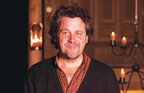 "Former boss Dominic Dromgoole warns of ""negative energy"" around Shakespeare's Globe"
