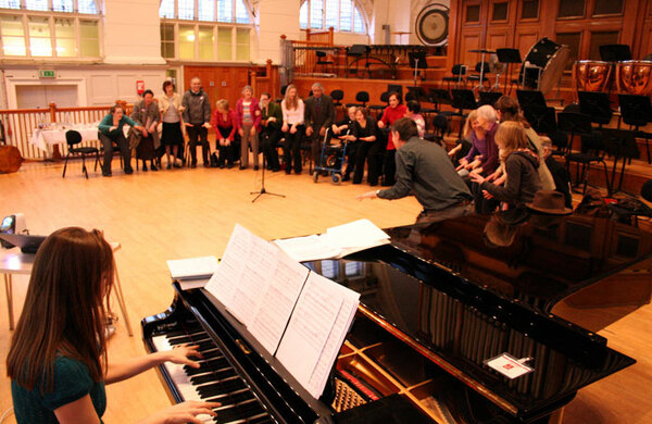 How singing on stage is bringing people with dementia 'back to life'