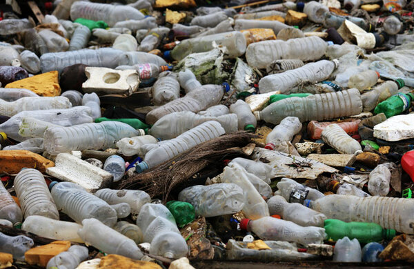 Lyric Hammersmith launches ambitious campaign to phase out plastic use
