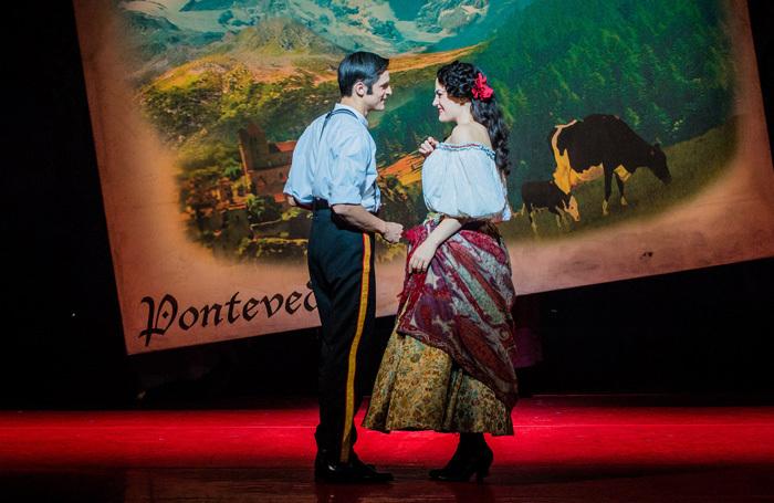 Quirijn de Lang and Máire Flavin in Opera North's The Merry Widow. Photo: Robert Workman