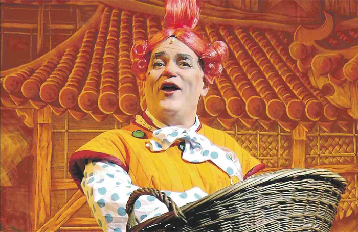 Royce Mills in Aladdin at Guildford's Yvonne Arnaud Theatre in 2004