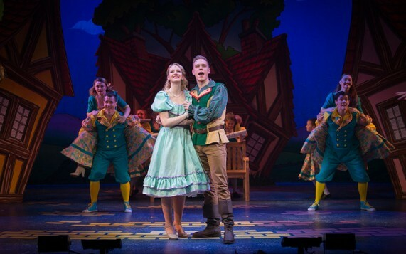 Steffan Lloyd-Evans and Louise Cannon as Jack and Jill