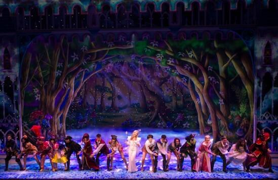 Cinderella-at-the-London-PalladiumCentre-Amanda-Holden-(The-Fairy-Godmother)-and-Company