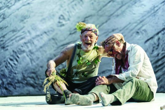 3.-Ian-McKellen-as-Lear-Danny-Webb-as-Gloucester-in-Chichester-Festival-Theatres-KING-LEAR-Photo-Manuel-Harlan-222