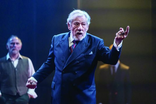 5.-Ian-McKellen-in-the-title-role-of-KING-LEAR-at-Chichester-Festival-Theatre.-Photo-Manuel-Harlan-124