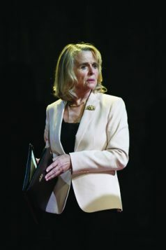 7.-Sinead-Cusack-as-the-Countess-of-Kent-in-KING-LEAR-at-Chichester-Festival-Theatre.-Photo-Manuel-Harlan-2