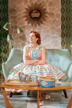 037 Katherine Parkinson as Judy in Home, I'm Darling (c) Manuel Harlan