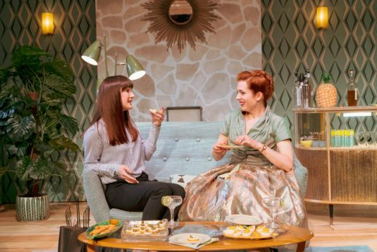 078 Sara Gregory as Alex and Katherine Parkinson as Judy in Home, I'm Darling (c) Manuel Harlan