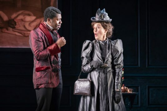 Fehinti Balogun as Algernon and Sophie Thompson as Lady Bracknell © Marc Brenner