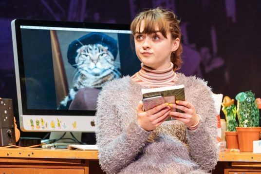 Maisie-Williams-Caroline-in-I-and-You-at-Hampstead-Theatre.-Photo-credit-Manuel-Harlan-21