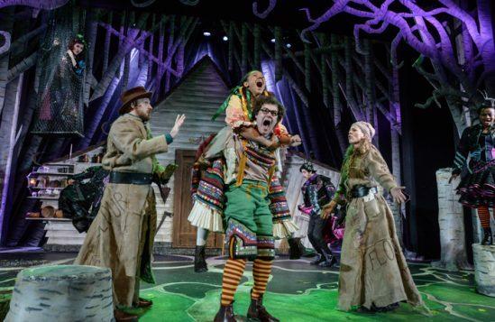 Hansel-&-Gretel-at-Derby-Theatre-2