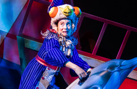 Margaret-Cabourn-Smith-(Mayor-Pigeon)-in-Dick-Whittington,-Lyric-Hammersmith