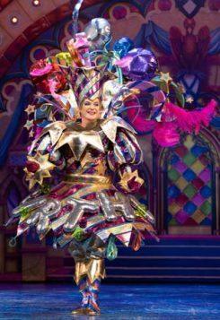 Snow White at The London Palladium - Julian Clary as The Man in the Mirror - Photo Paul Coltas (2)