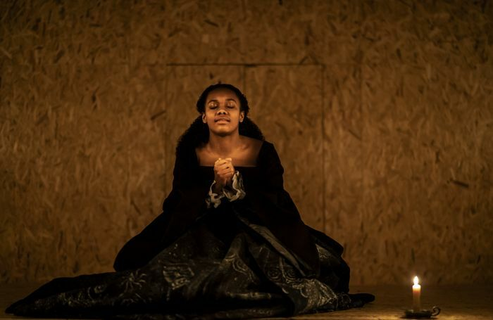 Nina Cassells in Swive [Elizabeth] at Sam Wanamaker Playhouse. Photo: Johan Persson