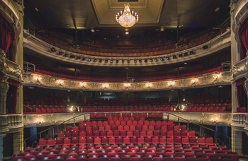 72% of early-career directors considered quitting theatre, survey finds