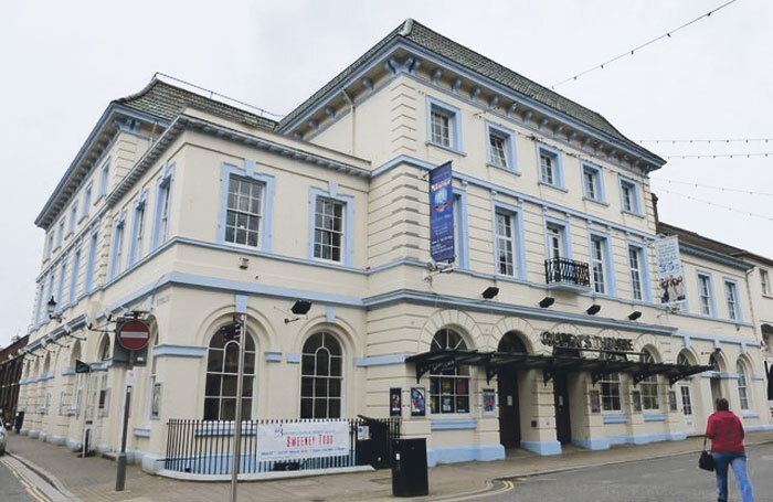 Britt Ekland has criticised backstage conditions at the Queen's Theatre, Barnstaple