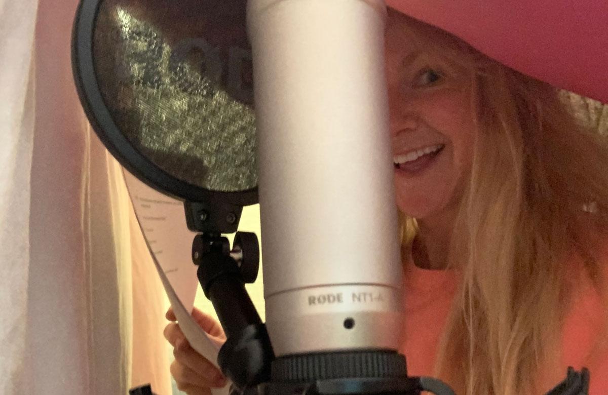 Sarah Hadland recording The Understudy