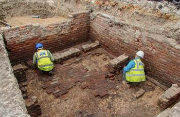 Remains of 'earliest Elizabethan playhouse' discovered in London