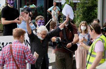 Vanessa Redgrave joins 300-strong protest against NT and Southbank job cuts