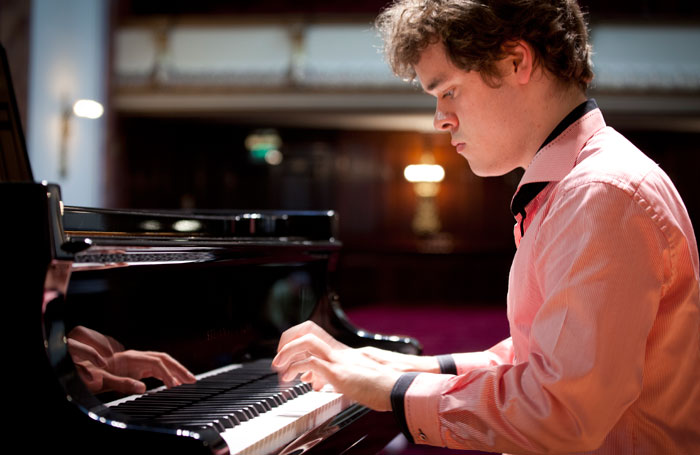 King's Lynn Festival 2015 will feature pianist Benjamin Grosvenor photo operaomnia.co.ukby